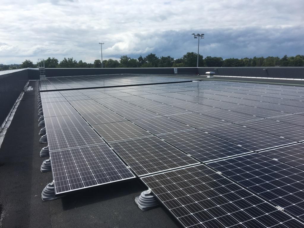 Panneaux photovoltaïques de la salle de sport de Betton